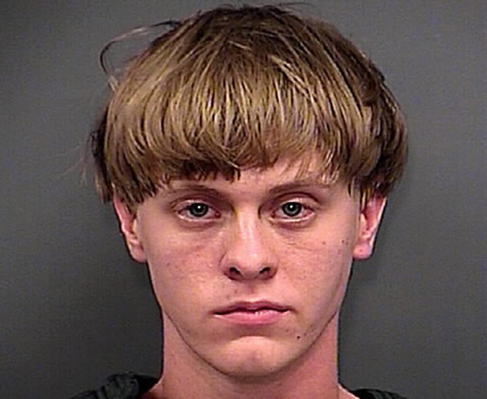 Un juez permitió que Dylann Roof se defienda a sí mismo en el juicio por...