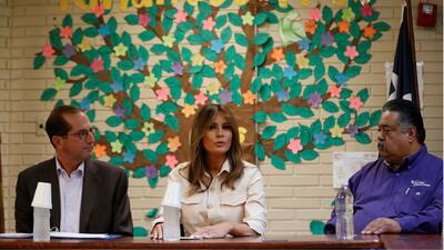 """""""Quiero ayudar lo más rápido posible"""": Melania Trump desde un centro de detención de niños en Texas"""