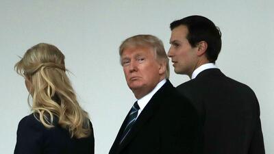 Donald Trump con su hija Ivanka y su yerno Jared Kushner en la Casa Blanca