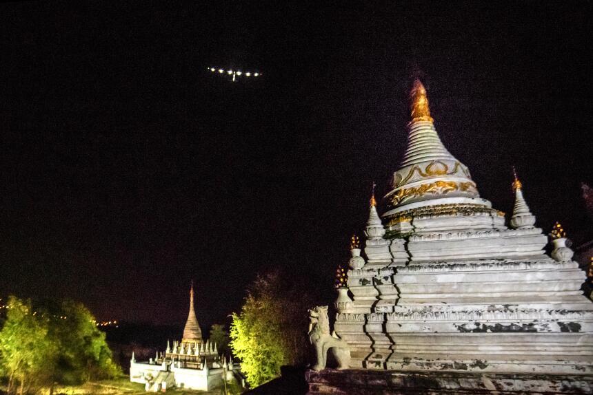 Etapa 5: Mandalay-Chongqing. El 31 de marzo el avión llega a Chongqing,...