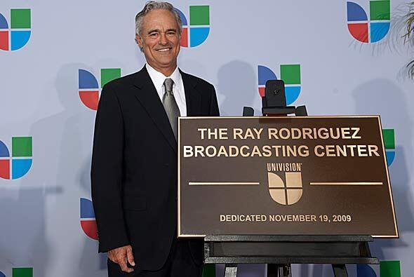 El ex presidente y director ejecutivo de operaciones Ray Rodríguez, reci...