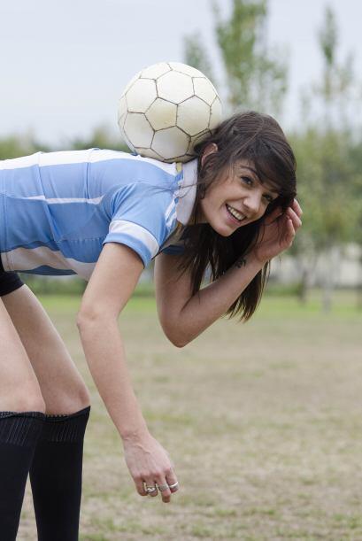 Además de modelo esta chica heredó las habilidades futboleras caracterís...