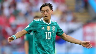 Özil se retira de la selección alemana y denuncia racismo e irrespeto