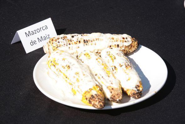 Los elotes con mantequilla y queso.