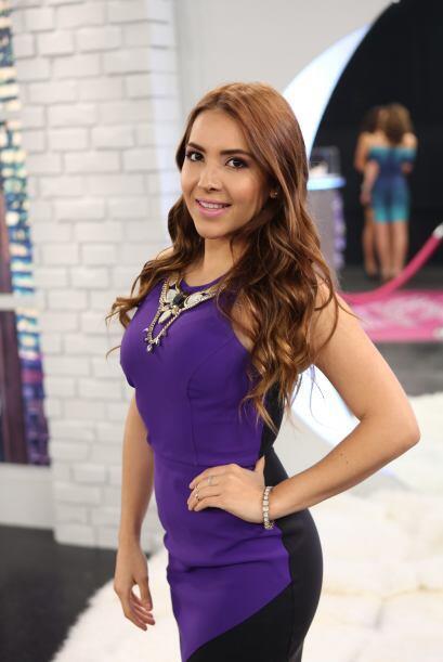 Aly Villegas continúa haciendo realidad el sueño de trabajar en televisión.