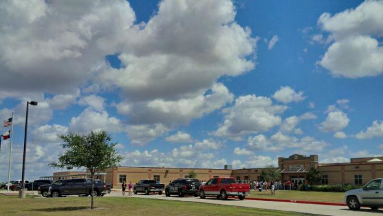 Cinco estudiantes fueron transportados a un hospital tras tomar unas pas...