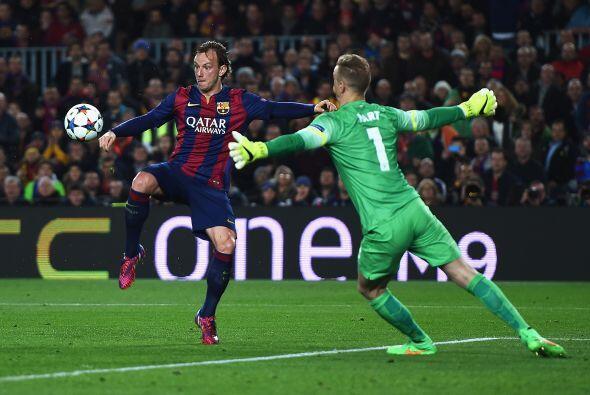 El gol de la diferencia llegaría al minuto 31 en un gran pase de Messi p...
