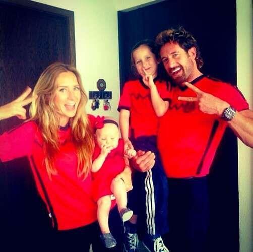 Geraldine Bazán junto a Gabriel Soto y su familia apoyaron a la selecció...