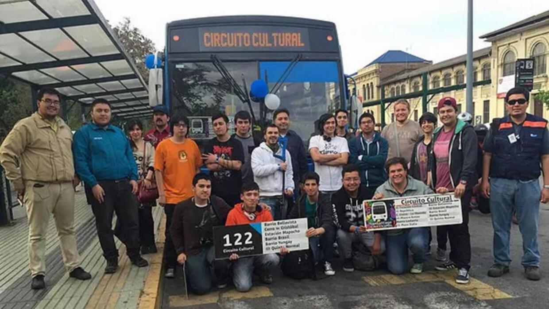 Cuando el Transantiago retiró la línea de buses 122, los miembros de STP...