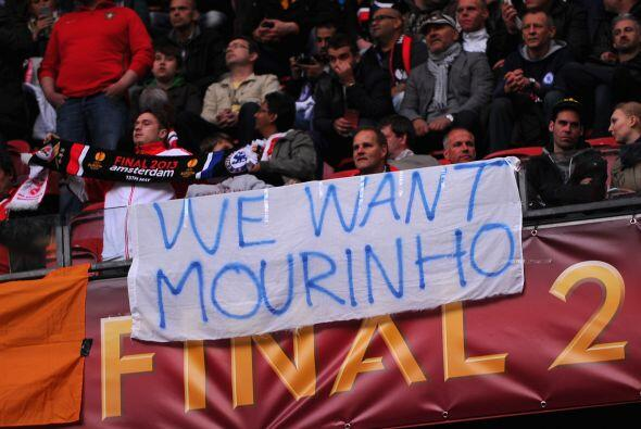 Los 'Blues' aprovecharon el evento para seguir pidiendo a José Mourinho...