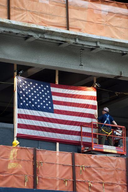 En la zona cero, autoridades colocaron una bandera de los estados Unidos.