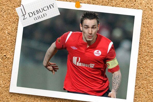 La defensa inicia con Mathieu Debuchy, jugador del Lille francés.