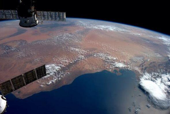 Trípoli y Libia mirando hacia el sur en la arenas rojas de &Aacut...