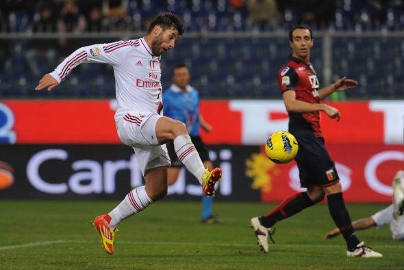 Antonio Nocerino definió con seguridad para marcar el 2 a 0 final.