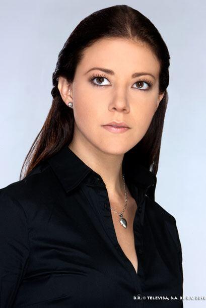 Fernanda Castillo es Luisa, la hermana menor de Arturo. Su personalidad...