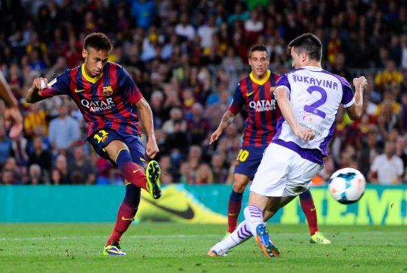 Neymar le sirvió uno a Alexis.