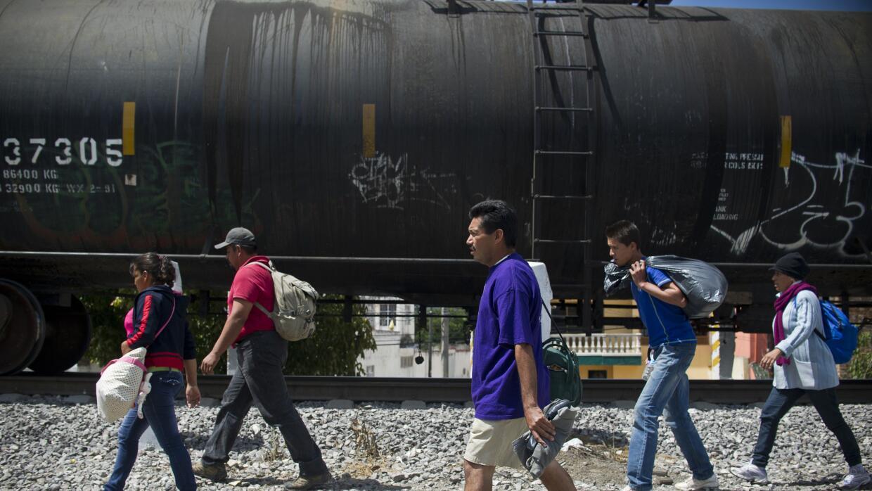 Decenas de miles de migrantes buscan al año llegar a EEUU por México.