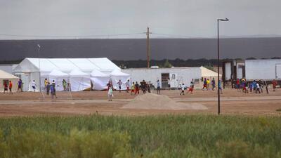 Así luce la ciudad de carpas en Texas habilitada para recibir a niños separados de sus padres en la frontera