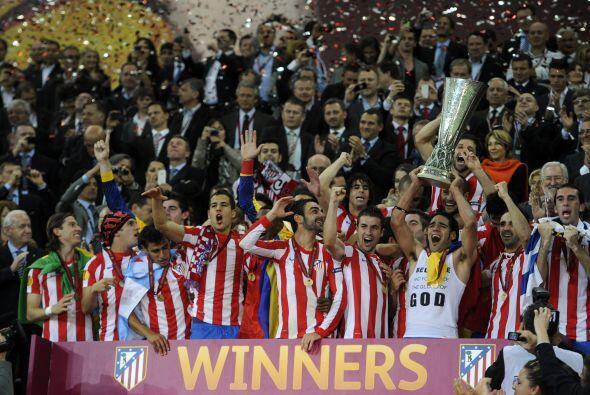 Atlético de Madrid festejó en Bucarest, luego de consagras...