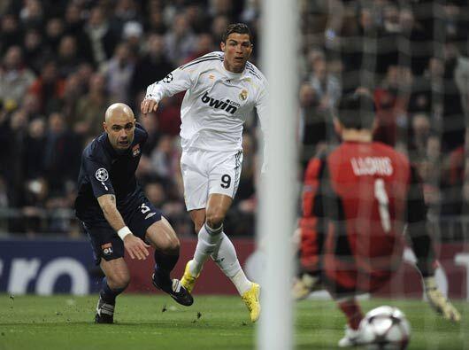El Lyon de Francia arrancó el juego con la ventaja de 1-0, pero Cristian...