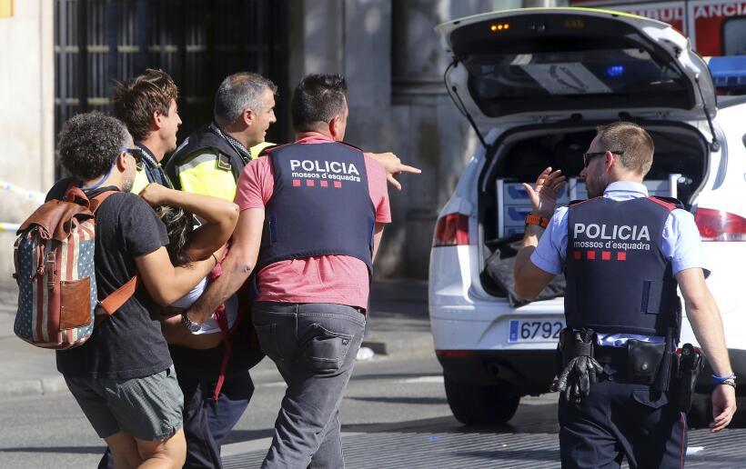 """""""La gente salía volando"""", cuenta una turista que presenció el ataque ter..."""