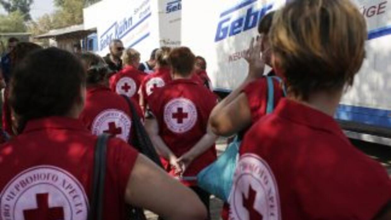 El receptor de la carga humanitaria es la misión de la Cruz Roja en Ucra...