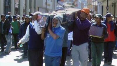 """La policía de la región Puno """"está replegada en sus puestos y no sale a..."""
