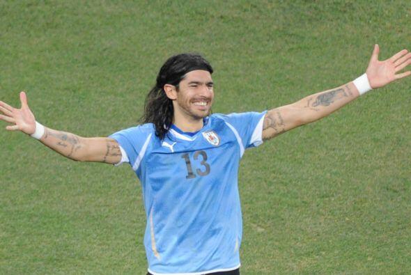 El uruguayo Sebastián Abreu siempre juega con la camiseta con el 13 en l...
