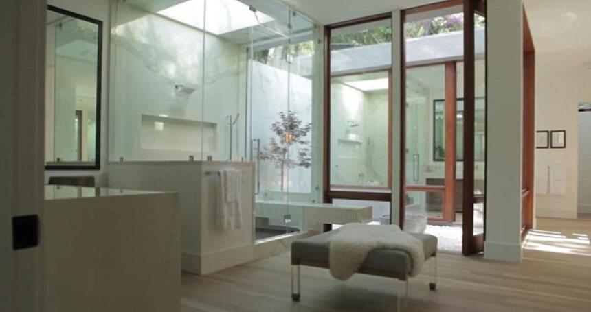 El año pasado Ricky Martin compró esta mansion en Beverly Hills, Califor...