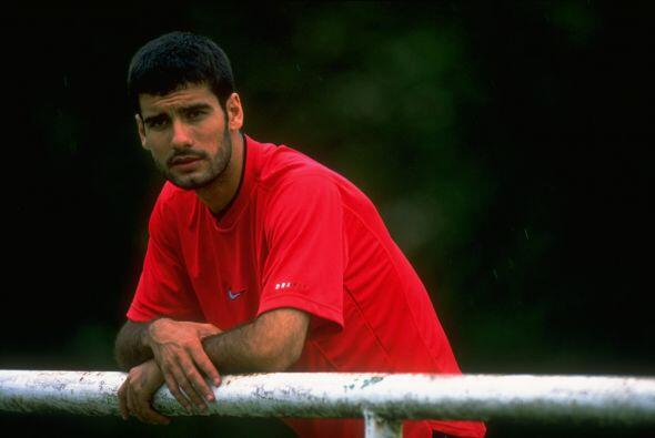 Con el carné de entrenador, recibió del entonces presidente del Barça, J...