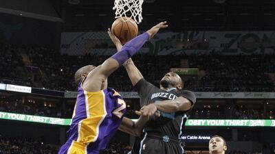 Charlotte se impuso por 108-98 a Lakers