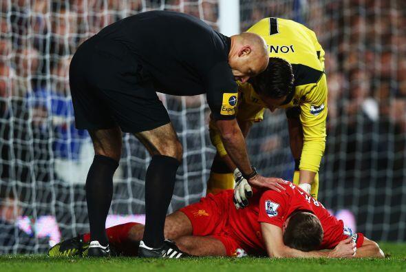 El otro líder que estaba en el campo, Steven Gerrard, también dio el sus...