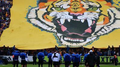 ¡Disfrutan el asueto! Más de 10 mil personas abarrotaron el entrenamiento de Tigres
