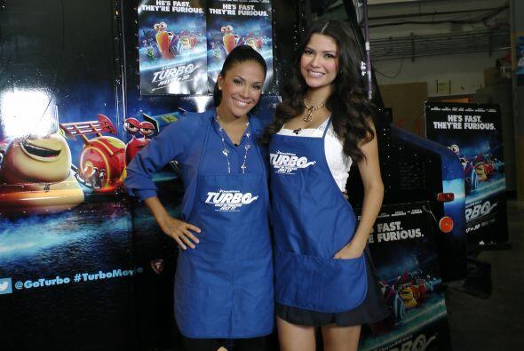 Karla y Ana Patricia ya estaban listas para cocinar. ¡Qué lindas ayudantes!