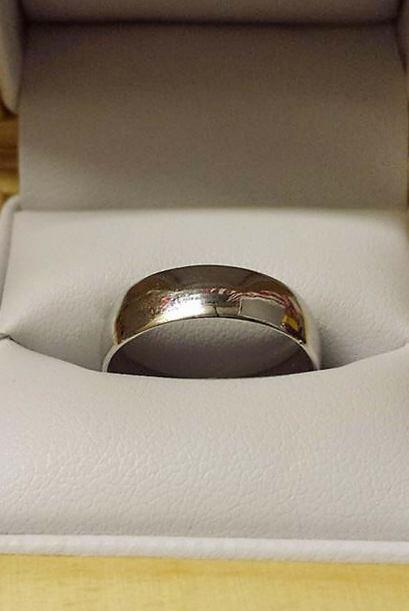 Así que su novio pensó que era una buena idea forjarle un anillo.