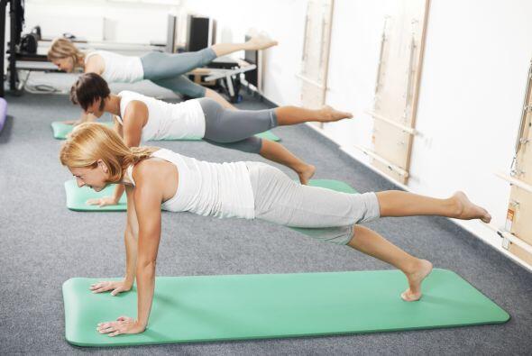 Sufres dolor de espalda. Las clases de Pilates suelen ser aconsejables p...