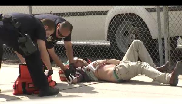 Tres personas fueron apuñaladas en una protesta del KKK en Anaheim.