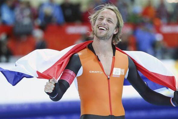 El holandés Michael Mulder celebra la medalla de oro conseguida e...
