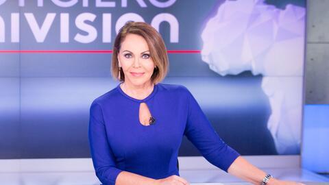 María Elena Salinas fue la primera latina en recibir el premio a...