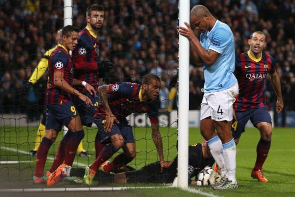 Ya sobre la línea y viniendo de atrás, Valdés slavo al Barcelona.