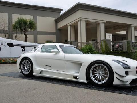 El auto, que se desarrolló para cumplir las especificaciones GT3...
