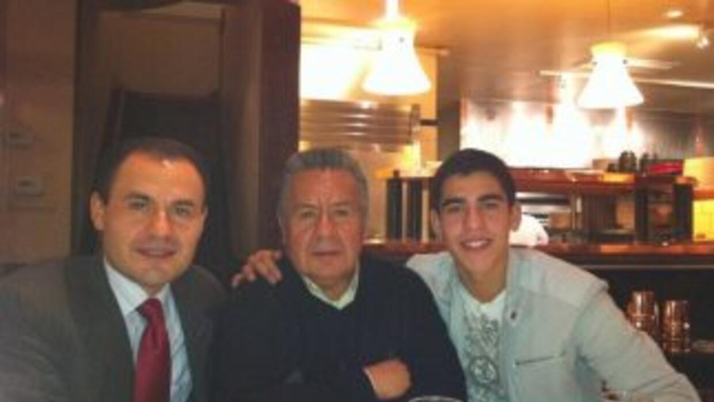 Enrique Rodríguez con su padre e hijo