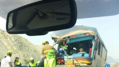 El Autobus quedó en sentido contrario, luego de volcar.