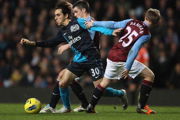 Por su parte, el Arsenal pasó algunos apuros en Villa Park, la casa del...