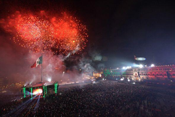 Los fuegos artificiales fueron de los colores patrios: verde, blanco y r...