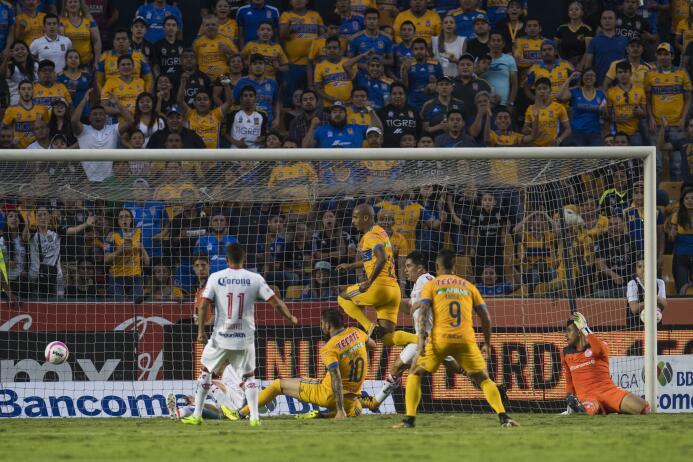 Tigres domina y golea a Toluca en el Volcán 20171021-5464.jpg