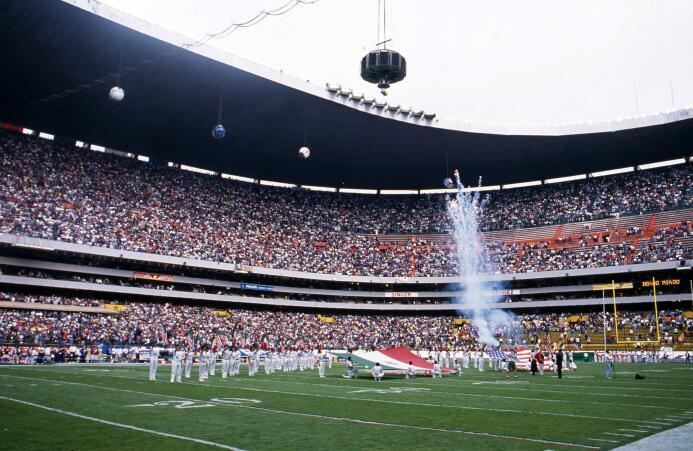 Peyton Manning, Dan Marino, John Elway han pisado la cancha del Azteca