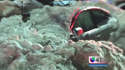 Su automóvil cubierto de nieve fue una trampa mortal