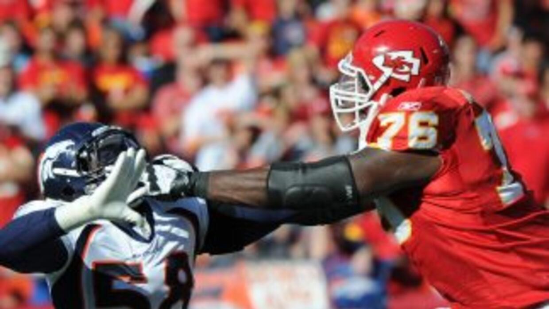 Branden Albert se quedará con los Chiefs.