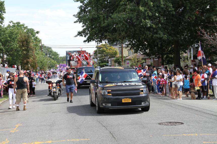Celebra La X en el Desfile Dominicano en NJ IMG_1903.JPG